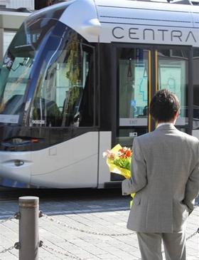 花束を抱えて電車に乗ると運賃が無料に! 人口減少時代にも活力ある都市を目指す富山市の取り組み