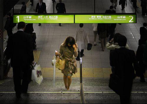 主婦とOLの幸福度調査:半数以上が「日本の社会は幸福でない」と回答