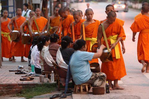 世界寄付指数2015:世界1位はミャンマー